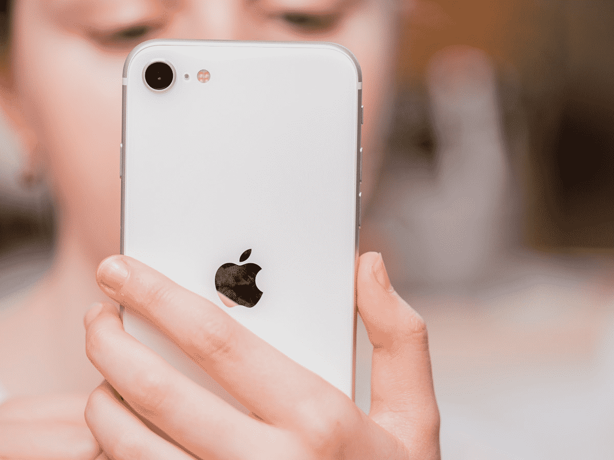 Apple should not kill the iPhone SE