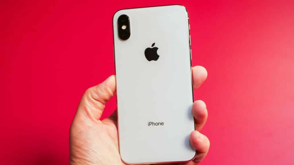 iPhone X falls from plane, owner tracks it down