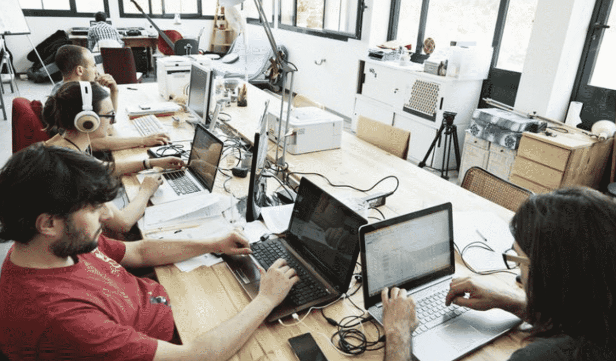 7 Reasons to Hire Software Developers